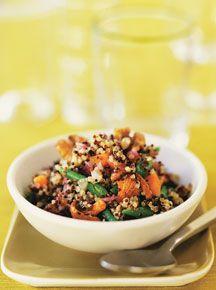 Salada oriental  1 xíc. (chá) de quinua (ou arroz 7 cereais) • 10 vagens • 1/2 dente de alho • 1 col. (sopa) de azeite extravirgem • 4 cogumelos shiitake cortados em 4 partes (ou em tiras) • Sal a gosto • 1 cálice (30 ml) de vinho branco • 1/4 de cebola roxa em rodelas finas