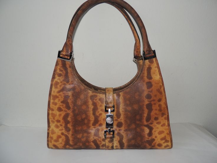 Sac Jackie O de Gucci, Italie, remis en état par giovintage.com, il est en serpent carung, the top at the moment!