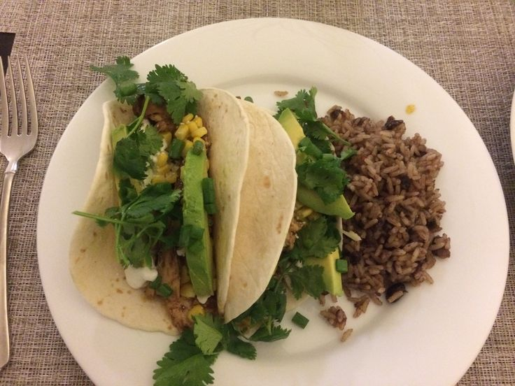 Spicy chicken tacos with avocado and cilantro. | Things I cook ...
