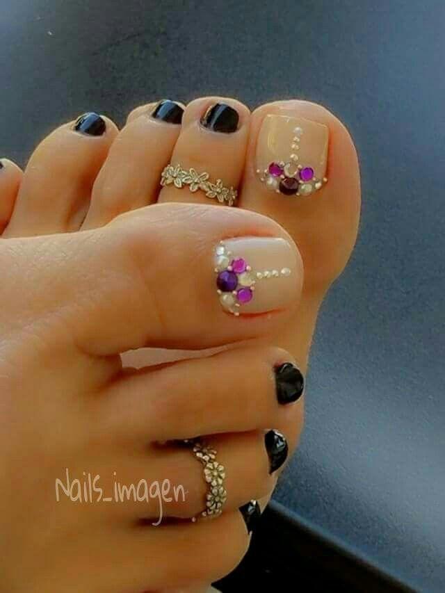 Pretty toe nails, nail art design