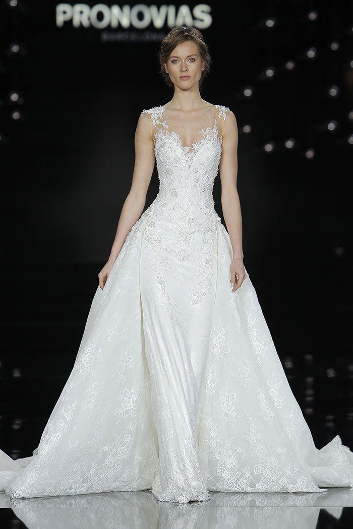 Vestidos de noiva com renda e saia princesa