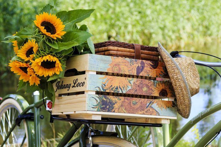 Fietsmand met zonnebloemen