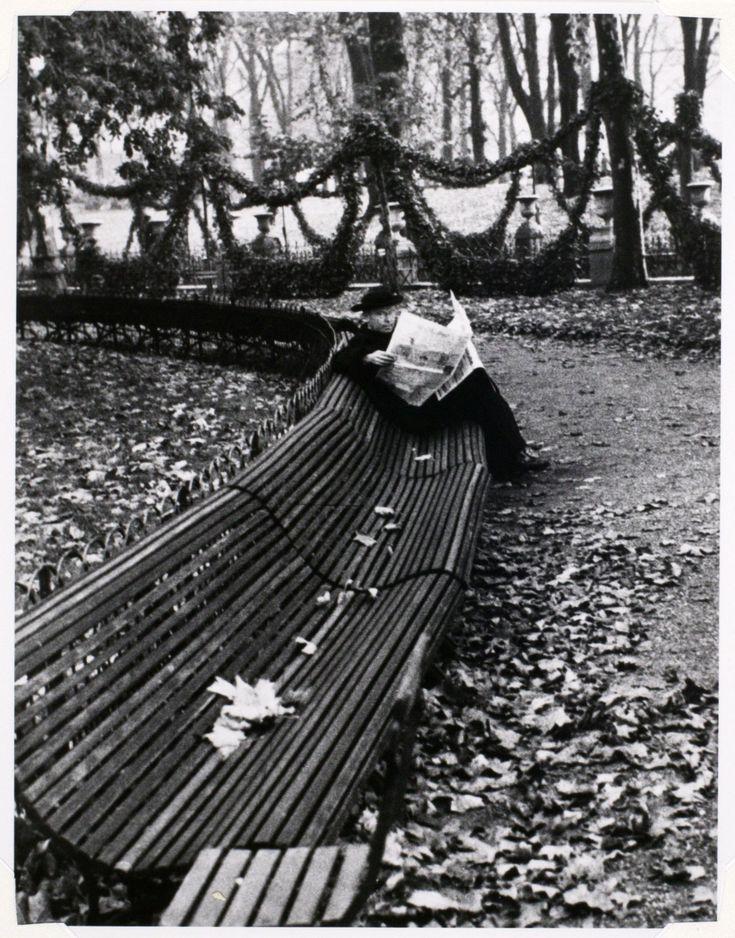 André Kertész, In Luxembourg Garden, Paris, 1928