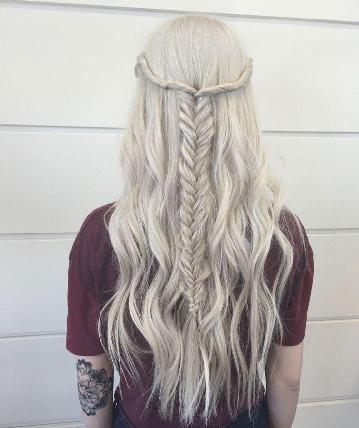 Tout en finesse cheveux long avec une fine tresse - Pinterest coiffure femme ...