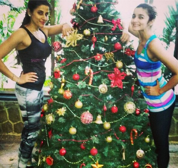 Everyone's favourite Christmas is just around the corner! Infact, Bollywood stars are also gearing up for this festival. Alia Bhatt was seen getting the Xmas tree ready along with celebrity fitness trainer Yasmin Karachiwala. Looks like the preparations were made, right after a good fitness session!