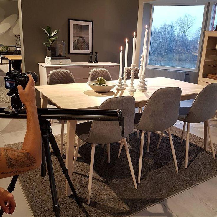 Idag har vi filmat i vårt showroom  Lite fler bilder hitta ni i stories. #rowico . . . . . . . . #scandinaviandesign #scandinavianstyle #nordicdesign #furniture #möbler #scandinaviand  #scandinaviandesign #inredning #interiorandliving #interior2u #interior4all #interior #scandinavianliving #interiorwarrior #finahem #finehjem #interior123 #showroom #matplats #heminredning #interior_and_living #hltips #whiteinterior #inredningsinspiration #inredningsinspo