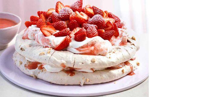 Hemkop.se | Karamellig marängtårta med jordgubbar