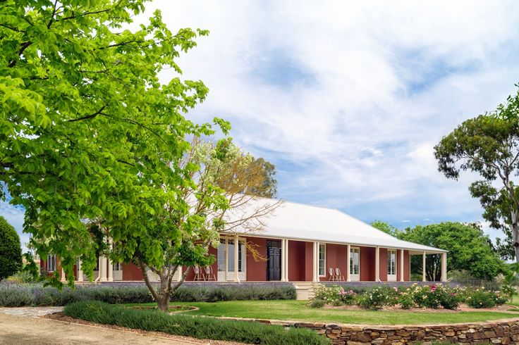 Traditional Farmhouse with garden by Michael Bligh Landscape Architect.