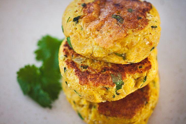 Kycklingspett med jordnötssås och vegetariska biffar med curry och koriander – ROETHLISBERGER
