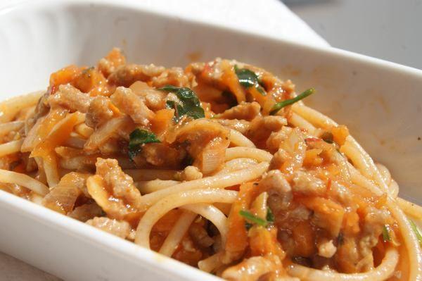 Spaghetti z wołowiną i z warzywami dla niemowlaka + 10 m