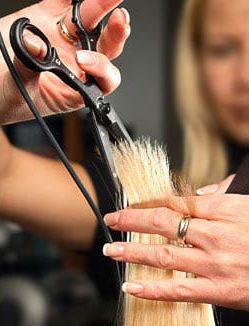 #Лечебная стрижка горячими ножницами – современный способ позаботиться о красоте и здоровье волос и избавиться от #секущихся #концов.     При использовании горячих ножниц срез запаивается и получается гладким. Сами ножницы при этом остаются холодными, а нагревание происходит непосредственно в самой точке среза. Температура нагрева регулируется и подбирается в зависимости от типа волос.   Онлайн запись http://www.alessandro.kiev.ua/ru_m/zapis.html