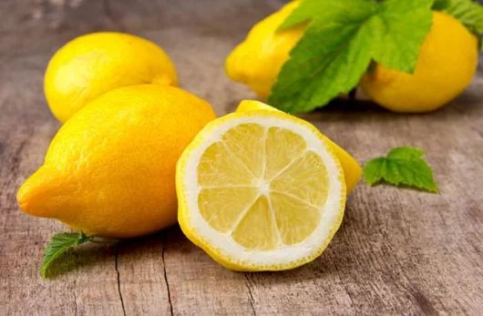 16 Health Benefits of Drinking Warm Lemon Water