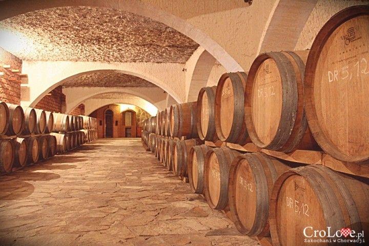 Pomieszczenie na beczki z winem w piwnicy Matuško w Potomje || http://crolove.pl/winiarnia-matusko-w-potomje-na-polwyspie-peljesac/ || #wine #winery #matushko #croatia #chorwacja #kroatien #hrvatska