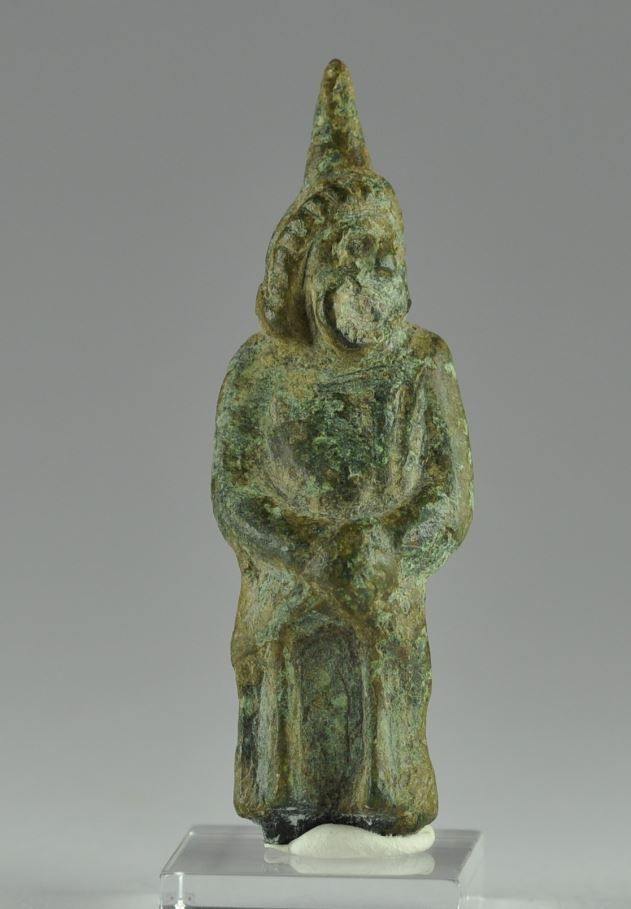 Greek comic mask, Greek actor with comedy mask, 3rd century B.C. Greek comic mask, Greek bronze theater actor statuette, 5 cm high. Private collection
