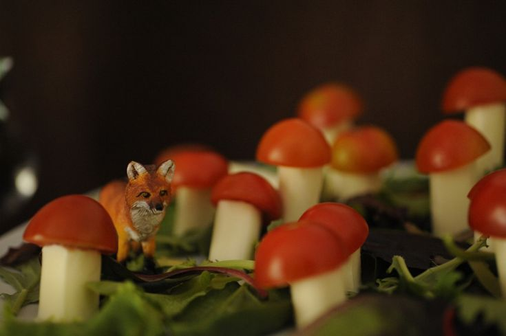 "tomatoes on mozzarella sticks- Posting here because it's so adorable, I don't want it getting lost in the ""Foodstuffs I want to try"" board. This would be awesome for a fantasy/HP/Alice in wonderland party theme."
