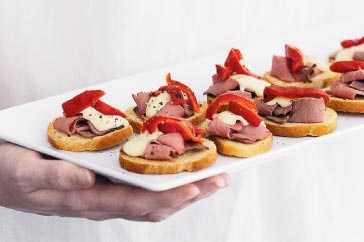 Roast beef canapes recipe roast beef roasts and canapes for Roast beef canape
