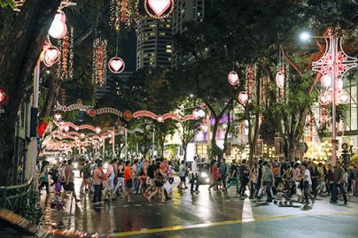 Christmas in Singapore is an extra special affair where visitors from all over the world can enjoy extravagant (and discounted) shopping, lovely Christmas carols and riveting street performances all along Singapore's prime shopping belt. Get your cameras ready as the malls will be decked in gorgeous festive decorations, while the streets will be blanketed in twinkling lights.