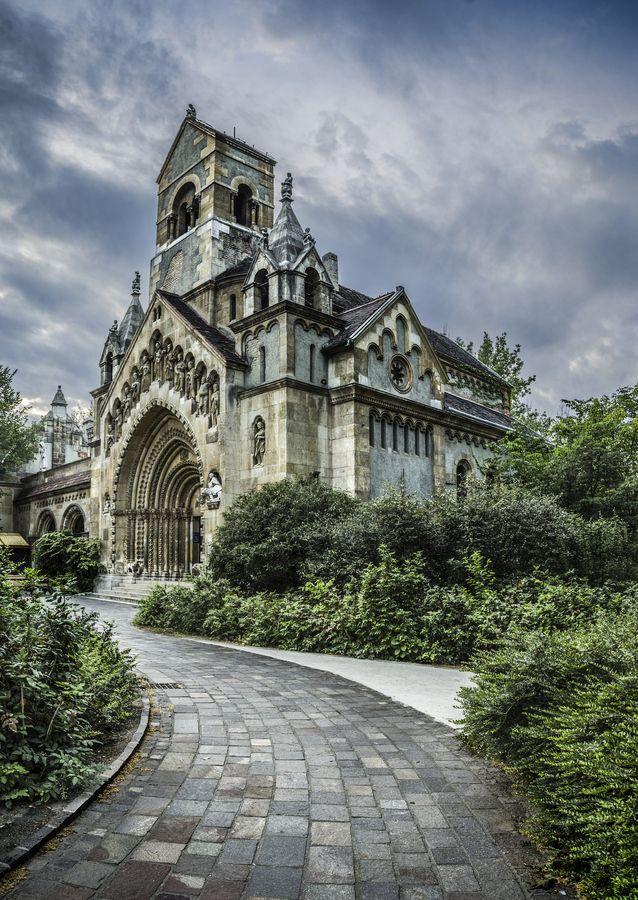 Ják church (Vajdahunyad Castle, Budapest, Hungary) Architecture