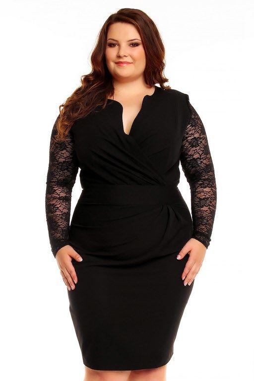 Sukienka w kolorze czarnym o seksownym przylegającym fasonie z prześwitującymi rękawami z koronki