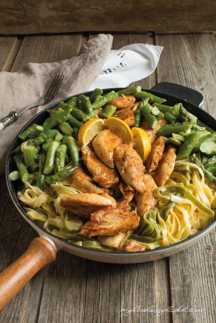 Foto Pasta mit Huhn und Spargel in Zitronensauce