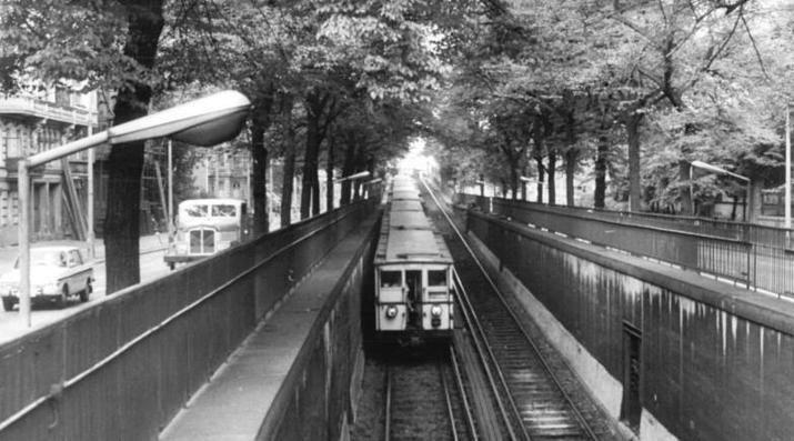 U-Bahn kurz vor dem Senefelderplatz
