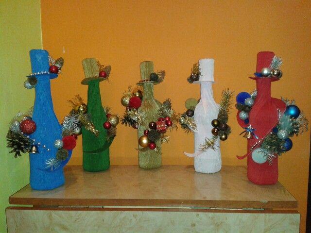 Sticle cu vin împodobite de Crăciun