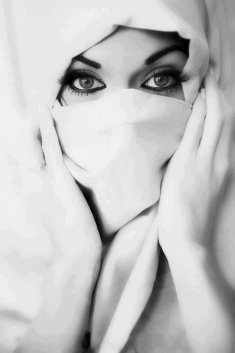 علاش لي قلبو حنين .. يعيش حزين ؟؟ و لي قلبو قاسح .. يعيش مهني و فارح .. يا ربي اجمعني بلي حن قلبها عليا .. و حن قلبي عليها .. و هي تبغيني و انا نبغيها .. هي ما تسمح فيا و انا ما نسمح فيها .