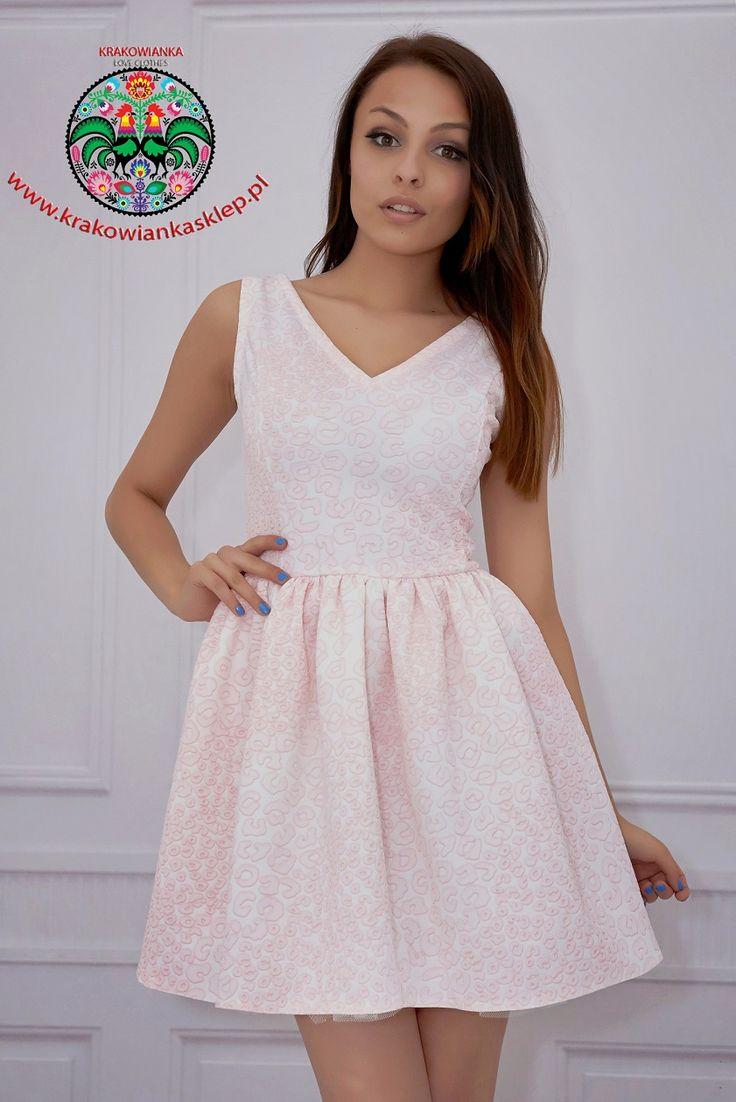 elegancka pastelowa sukienka