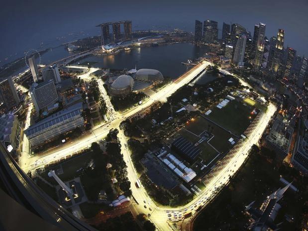 Foto panorâmica mostra o teste de luzes na região da Marina Bay, que recebe o Grande Prêmio de Cingapura neste fim de semana. A etapa é a 14ª etapa da temporada 2012 da Fórmula 1  Foto: AP