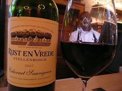 """A glass of Rust en Vrede Cabernet Sauvignon 2007 at the Restaurant and Wine Bar """"Big Easy"""" in Stellenbosch"""