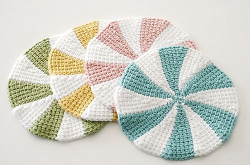 Tunisian Shaker Dishcloths - free pattern. No Tunisian Crochet experience necessary – you don't really even need a special Tunisian Crochet hook! Pattern includes instructions for coasters, as well as info on modifying to any size.