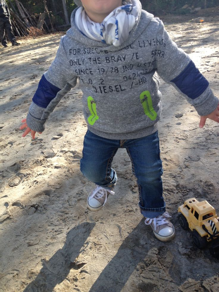 Kid fashion style. Boy toddler look. Mode enfant bebe garcon.