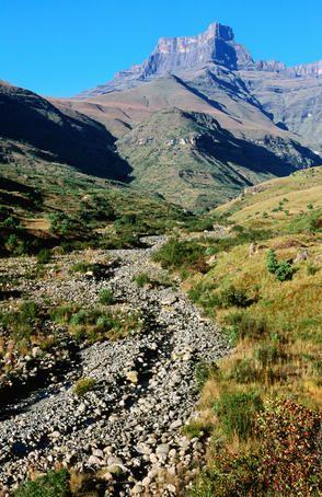 Thukela River gorge and amphitheatre wall, Northern Drakensberg.