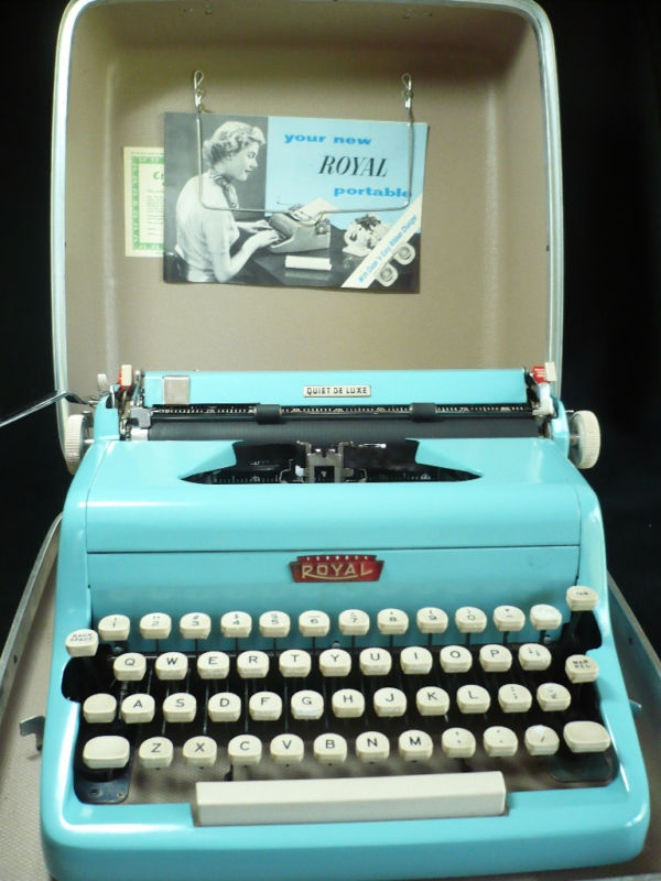 .Blue Typewriters, Portable Typewriters, Pastel Blue, Tiffany Blue, Aqua Teal Turquoise, Vintage Typewriters, Robin Eggs Blue, Manual Typewriters, High Schools