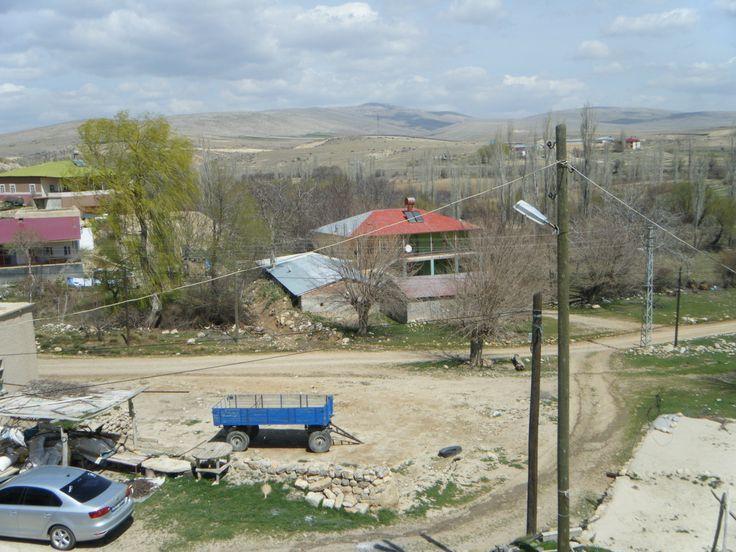 """Hacıhasanlı köyü,""""Hergin"""" 1950'den önce K.Yapalak'tan oturan dedelerimiz Çiftçilik yapıp, Hacıhasanlı da """"Hergin"""" yaylaya çıkıyorlardı. 1950 den sonra Hacıhasanlı'ya tamamen yerleştiler. İlk yapılan bu evdir."""