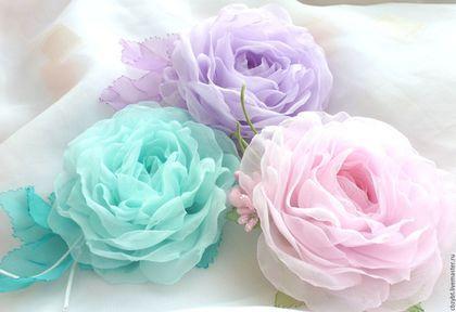 Купить или заказать Цветы из ткани. Брошь 'Бирюзовая' в интернет-магазине на Ярмарке Мастеров. Нежная, воздушная как зефир розочка из ткани. Полностью сделана вручную. Размер цветка 8см. Возможно изготовление дополнительных аксессуаров в комплект.