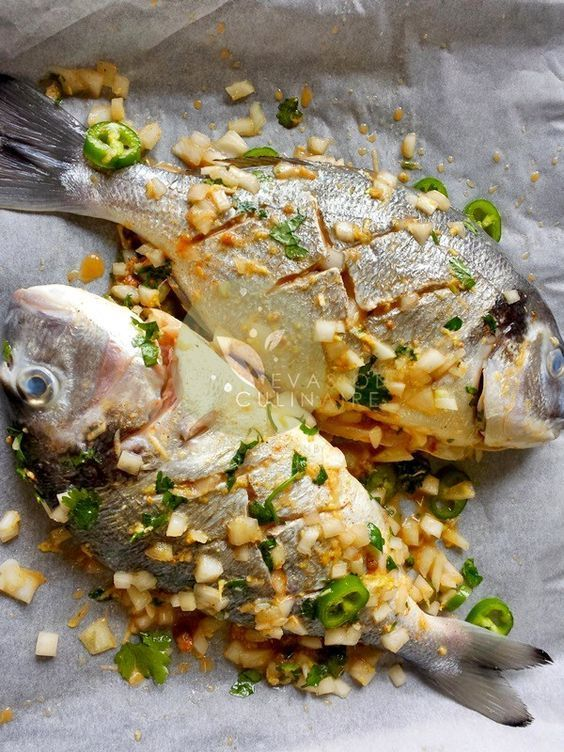 Recette de daurade à l'antillaise au four accompagnée d'une salade de mangue un plat sucre sale pour un repas en amoureux (saint-valentin) ou pour les fêtes