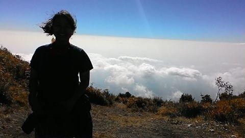 Ini foto udah lama, abis lebaran kayanya. Huee kangen munggah, ndang mari tas :'3 bar kuwi munggah meneh (nek cuaca mendukung wkw ) #hiking #mountain #merbabu