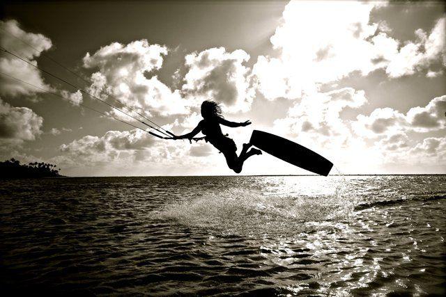 From https://www.facebook.com/susimai    #kiteboarding #blackandwhite #kiting #kearsely #Silhouette #susimai #kitesurfing #prokiter #yardsale