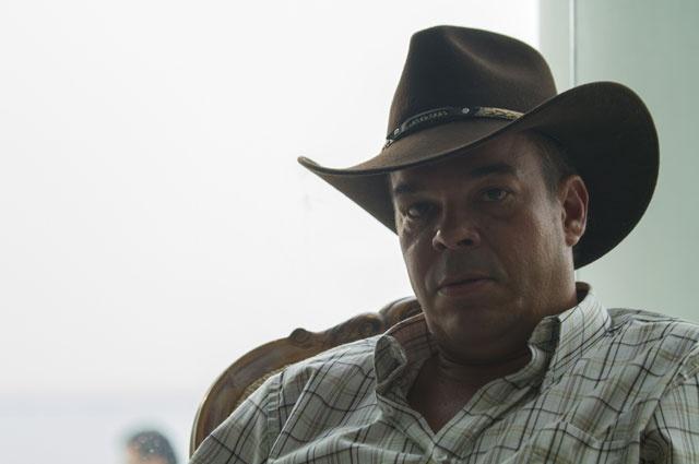 El 'Náufrago' delata al 'Mariachi' con las autoridades; el hombre está en la mira y cada vez se acercan más a Pablo Escobar.