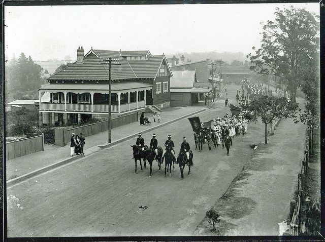 Coo-ees entering Springwood 8th November,1915. The Coo-ee March was the first of many privately organised recruiting marches of the time, which gathered recruits as they progressed and became known as 'Snowball Marches'.
