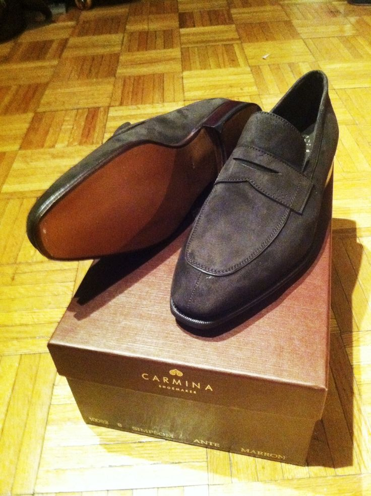New suede loafers from Carmina, on the Simpson last. Purchased for 281€ - or roughly $308 - including shipping, which equates to rather a bargain.