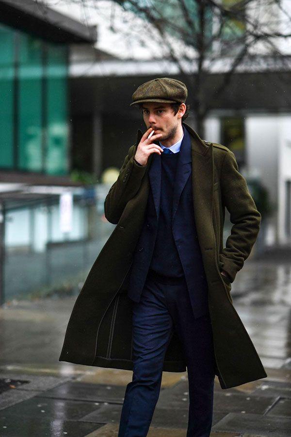 2017-02-15のファッションスナップ。着用アイテム・キーワードはコート, シャツ, スーツ(シングル), ニット・セーター, ネイビースーツ, ハンチング・キャスケット,etc. 理想の着こなし・コーディネートがきっとここに。| No:196661