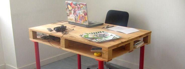 Se você quer saber como fazer uma mesa de madeira você está no site certo, pois vai ver um passo a passo em interessante. Neste post você também vai ver vários modelos de mesinhas de madeira que você pode reproduzir. E quer ver como fazer uma mesa de madeira para churrasco? Pois o passo a …