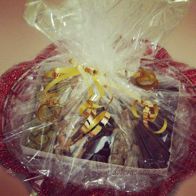 Cesta regalo con cioccolatini misti