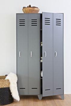 Stijn 2 door locker cabinet grey - WOOOD. 2 Tür Umkleideschrank grau. 2 portes casier armoire grise. 2-deur lockerkast Stijn in het grijs en wit.