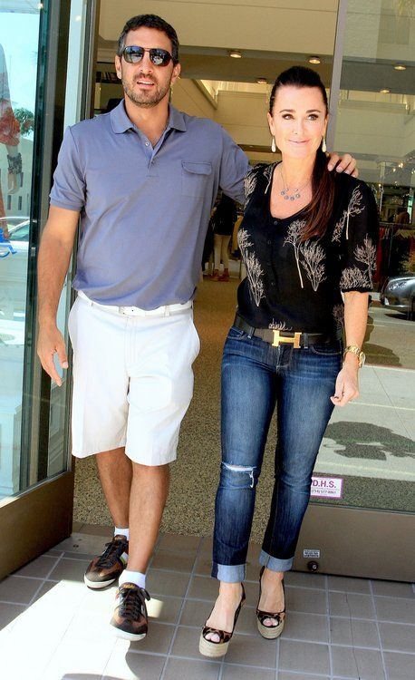Reality stars Kyle Richards and husband Mauricio Umansky share a kiss