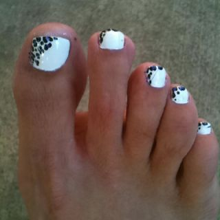 White with Black Dots Toenails