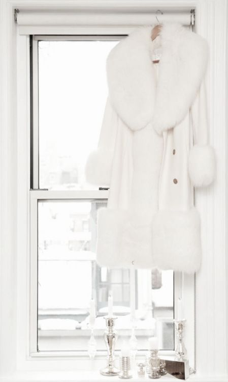 : Fur Coats, Faux Fur, Cream Rolls, White Coats, Clothing, Winter White, Collars, Winter Coats, White Fur