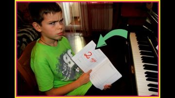 Дети играют в школу *УРОКИ МУЗЫКИ *ДВОЙКА В ДНЕВНИКЕ ПЛОХОМУ УЧЕНИКУ http://video-kid.com/20179-deti-igrayut-v-shkolu-uroki-muzyki-dvoika-v-dnevnike-plohomu-ucheniku.html  Дети играют в школу *УРОКИ МУЗЫКИ *ДВОЙКА В ДНЕВНИКЕ ПЛОХОМУ УЧЕНИКУ